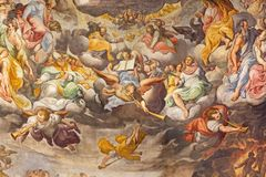 REGGIO EMILIA, ИТАЛИЯ - 12-ОЕ АПРЕЛЯ 2018: Деталь последней фрески суждения в главном apsida di San Prospero базилики церков Стоковая Фотография