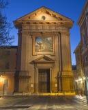 Reggio Emilia - фасад chruch Chiesa di Сан Franceso с мозаикой Stigmatisation стоковые изображения