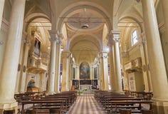 REGGIO EMILIA, ITÁLIA - 13 DE ABRIL DE 2018: A nave do apostoli de Santi Giacomo e Filippo dos di de Chiesa do chruch imagens de stock