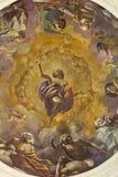REGGIO EMILIA, ITALIEN - APRIL 13, 2018: Den centrala freskomålningen av cuplaen i kyrkliga Chiesa di San Giovanni Evangelista Royaltyfri Foto