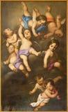 REGGIO EMILIA, ITALIEN - APRIL 12, 2018: Målningen av änglar i den kyrkliga Chiesa deien Cappuchini vid fältprästen Angelico da V Arkivbild