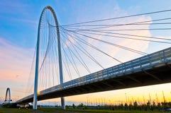 Reggio Emilia, ponticelli di Calatrava - dell'Italia al crepuscolo Fotografia Stock