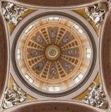 REGGIO EMILIA WŁOCHY, KWIECIEŃ, - 12, 2018: Cupola kopuła - Duomo projektujący dzielnicowym księdzem Paolo Messori zdjęcie stock