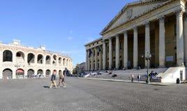 Reggiseno della piazza con il barbieri Verona Veneto Italia Europa del palazzo e dell'arena Fotografia Stock