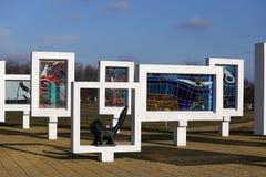 Região de Gomel, distrito de Zhlobin, VILA VERMELHA da PRAIA, Bielorrússia - 16 de março de 2016: Complexo memorável na praia ver Fotos de Stock Royalty Free