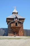 Região de Irkutsk, Rússia - maio, 10 2015: Igreja de madeira do ícone de Kazan da mãe do deus na vila de Taltsy Imagem de Stock