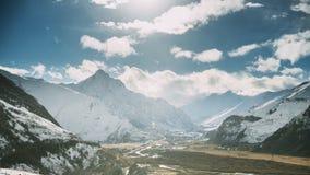 Região de Mtskheta-Mtianeti, Geórgia Vilas Pansheti, Arsha e Sioni durante a manhã Paisagem Georgian bonita dentro vídeos de arquivo