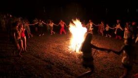 Região de Odessa, vila Vizirka, Ucrânia - 6 de julho de 2013: feriado Ivana Kupala Night vídeos de arquivo