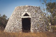 Região de Puglia, Itália Armazém tradicional feito da pedra Fotos de Stock
