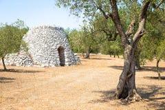 Região de Puglia, Itália Armazém tradicional feito da pedra Imagem de Stock Royalty Free