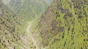 Região de Quirguizistão Osh do vale de Alay da vila de Murdash Uma vista do vale de Alay, da escala transporte-alay, e do rio oci vídeos de arquivo