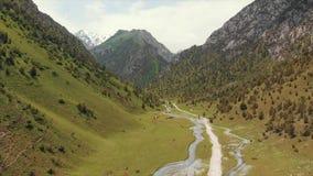Região de Quirguizistão Osh do vale de Alay da vila de Murdash Uma vista do vale de Alay, da escala transporte-alay, e do rio oci filme