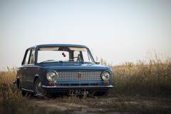 REGIÃO DE STAVROPOL, RÚSSIA - EM JULHO DE 2013: Carro retro clássico soviético fotos de stock royalty free