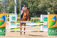 REGIÃO DE TAGANROG, ROSTOV-ON-DON, O 6 DE AGOSTO DE 2017: Competições no esporte equestre, devotado ao dia da libertação do Nekli Foto de Stock
