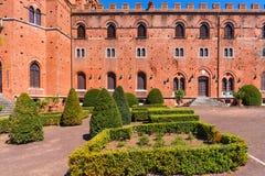 Região do Chianti, Itália - 21 de abril de 2018: Castello di Brolio, um castelo rural, palácio e jardins, perto de Siena, região  imagens de stock