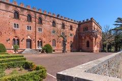 Região do Chianti, Itália - 21 de abril de 2018: Castello di Brolio, um castelo rural, palácio e jardins, perto de Siena, região  fotografia de stock