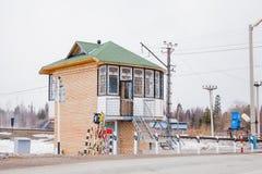 Região do permanente, Rússia - 16 de abril 2017: Construção de tijolo no trilho Imagens de Stock Royalty Free