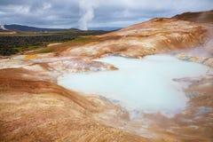 Região Islândia do nordeste Escandinávia de Myvatn da área vulcânica de Krafla da formação do rhyolite de Leirhnjukur Clay Hill fotografia de stock royalty free