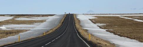 Região sul da neve da estrada de Islândia Imagem de Stock Royalty Free