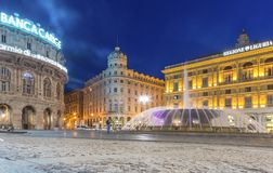 Región de Génova, Liguria, Italia, Europa - 12 de junio de 2018: Piazza De Ferrari es la plaza principal en Génova Igualación de  imagen de archivo libre de regalías