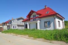 Región de Kaliningrado, Rusia La calle en el acuerdo de la cabaña Fotos de archivo libres de regalías