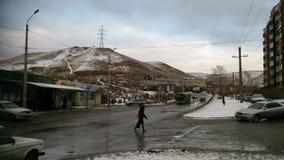 Región de Krasnoyarsk, ciudad de Krasnoyarsk, el 2 de noviembre de 2016 Calle de Timoshenkova en Krasnoyarsk al principio del inv fotografía de archivo