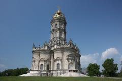 Región de Moscú, Dubrovitsy. Iglesia de la Virgen Santa. Imagen de archivo libre de regalías