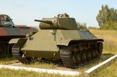 REGIÓN DE MOSCÚ, RUSIA - 30 DE JULIO DE 2006: El tanque soviético ligero T-50 adentro Imagen de archivo libre de regalías