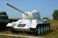 REGIÓN DE MOSCÚ, RUSIA - 30 DE JULIO DE 2006: El tanque soviético T-34 en el T Fotografía de archivo libre de regalías