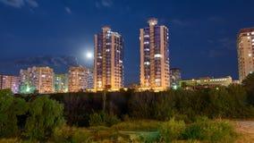 Región de Novorossiysk Krasnodarskiy de la ciudad de la noche fotografía de archivo