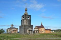 Región de Rusia, Murmansk, distrito de Tersky Costa de Kola Peninsula en el mar blanco El pueblo de Varzuga La iglesia del Foto de archivo libre de regalías