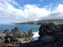 Región del campo de lava que mira la cabeza de Kahakuloa Imágenes de archivo libres de regalías