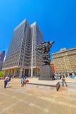Regierung der Leuteskulptur und des städtischen Wirtschaftsgebäudes Stockfoto