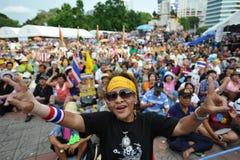 Regierungsfeindliche die Volksarmee-Gruppen-Sammlung in Bangkok Stockfotografie