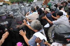Regierungsfeindliche Sammlung in Bangkok Stockfotos