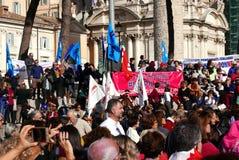 Regierungsfeindlicher Protest in Rom lizenzfreie stockfotos