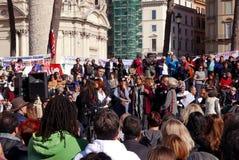 Regierungsfeindlicher Protest in Rom stockfotografie