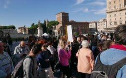 Regierungsfeindlicher Protest in Rom lizenzfreie stockbilder