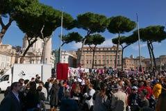Regierungsfeindlicher Protest in Rom stockbild