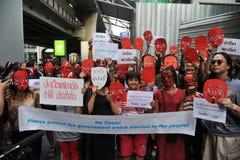 """Regierungsfreundlicher """"rotes Hemd-"""" Protest in Bangkok Lizenzfreie Stockfotos"""
