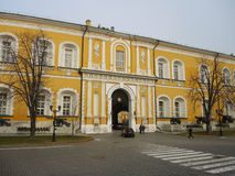 Regierungsgebäude innerhalb des Kremls Stockfotos