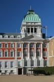 Regierungsgebäude und -kanone Lizenzfreies Stockfoto
