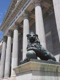 Regierungsstelle Kongreß von Abgeordneten von Spanien-Bronzelöwe scul Lizenzfreies Stockbild