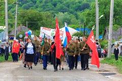 Regimento imortal, parada no dia da vitória com a participação dos alunos e cossacos Fotos de Stock