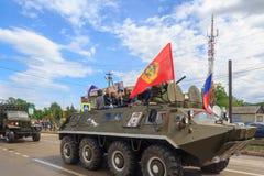 Regimento imortal, parada no dia da vitória com a participação dos alunos e equipamento militar Imagens de Stock