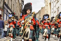 Regimiento real de la banda de los tubos y de los tambores de Escocia Fotos de archivo libres de regalías