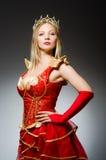 Regina in costume rosso contro Fotografia Stock Libera da Diritti