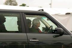 Regina Elizabeth che conduce automobile Fotografia Stock Libera da Diritti
