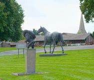 Regina Elizabeth, la madre della regina, statua, parco di Sandown Il Regno Unito immagini stock libere da diritti