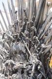 Regina, trono reale fatto delle spade del ferro, sedile del re, symbo Fotografia Stock